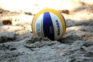 young-volley-on-the-beach1